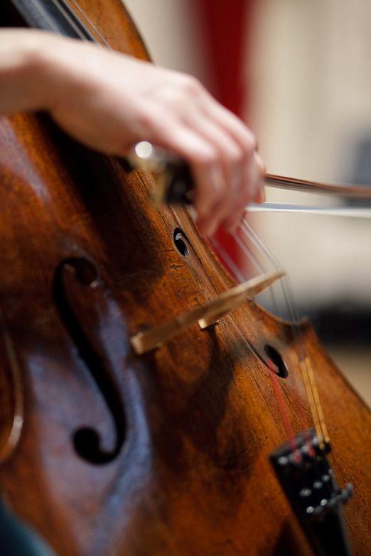 Viviane Spanoghe Playing Cello